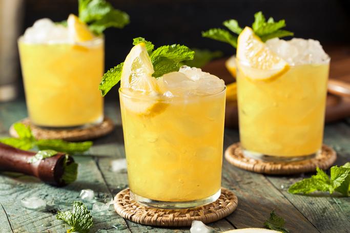 Drinken Bonita med CUBA Pineapple, ananasjuice og sprite.