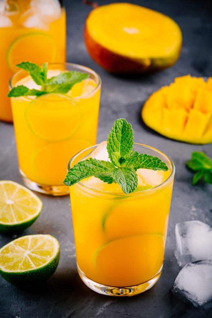 Drinken Mango Hazz med CUBA Mango, friskpresset limesaft og lemon sodavand.